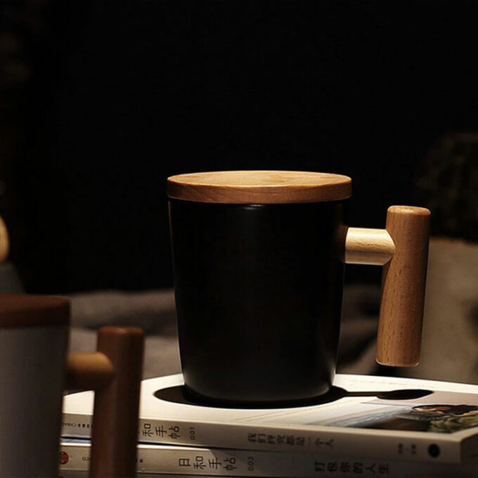 Ceramic cup with wooden lid
