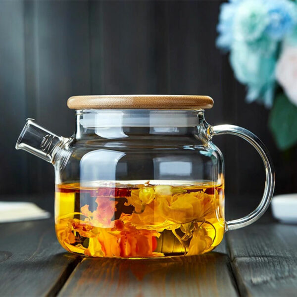 Glass teapot with wooden lid